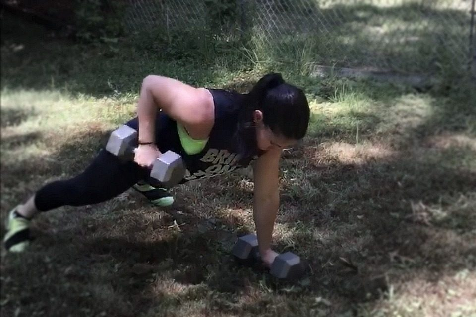 dumbbell renegade rows exercise